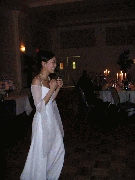 Jenny tosses the bouquet! Photographer: Frank Wang
